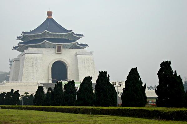 IMAGE(http://www.hostelmanagement.com/sites/default/files/1000033_chiang-kai-shek-memorial.jpg)