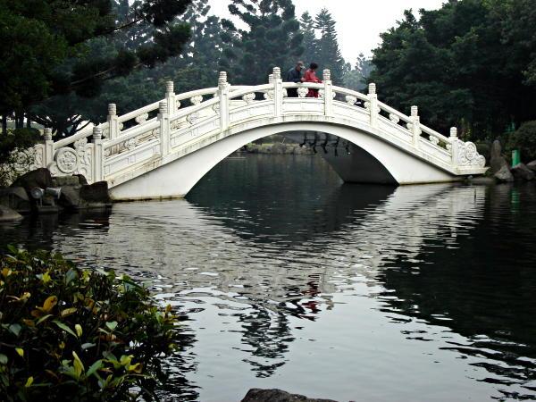 IMAGE(http://www.hostelmanagement.com/sites/default/files/1000035_taipei-bridge.jpg)