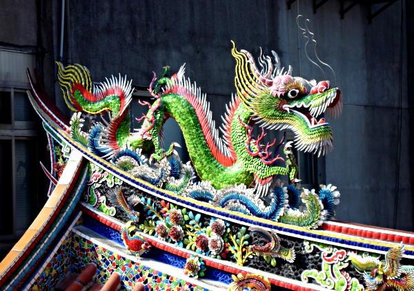 IMAGE(http://www.hostelmanagement.com/sites/default/files/1000036_taipei-temple-dragon.jpg)