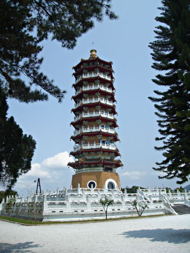 IMAGE(http://www.hostelmanagement.com/sites/default/files/1000056_pagoda_sun-moon-lake_taiwan.jpg)